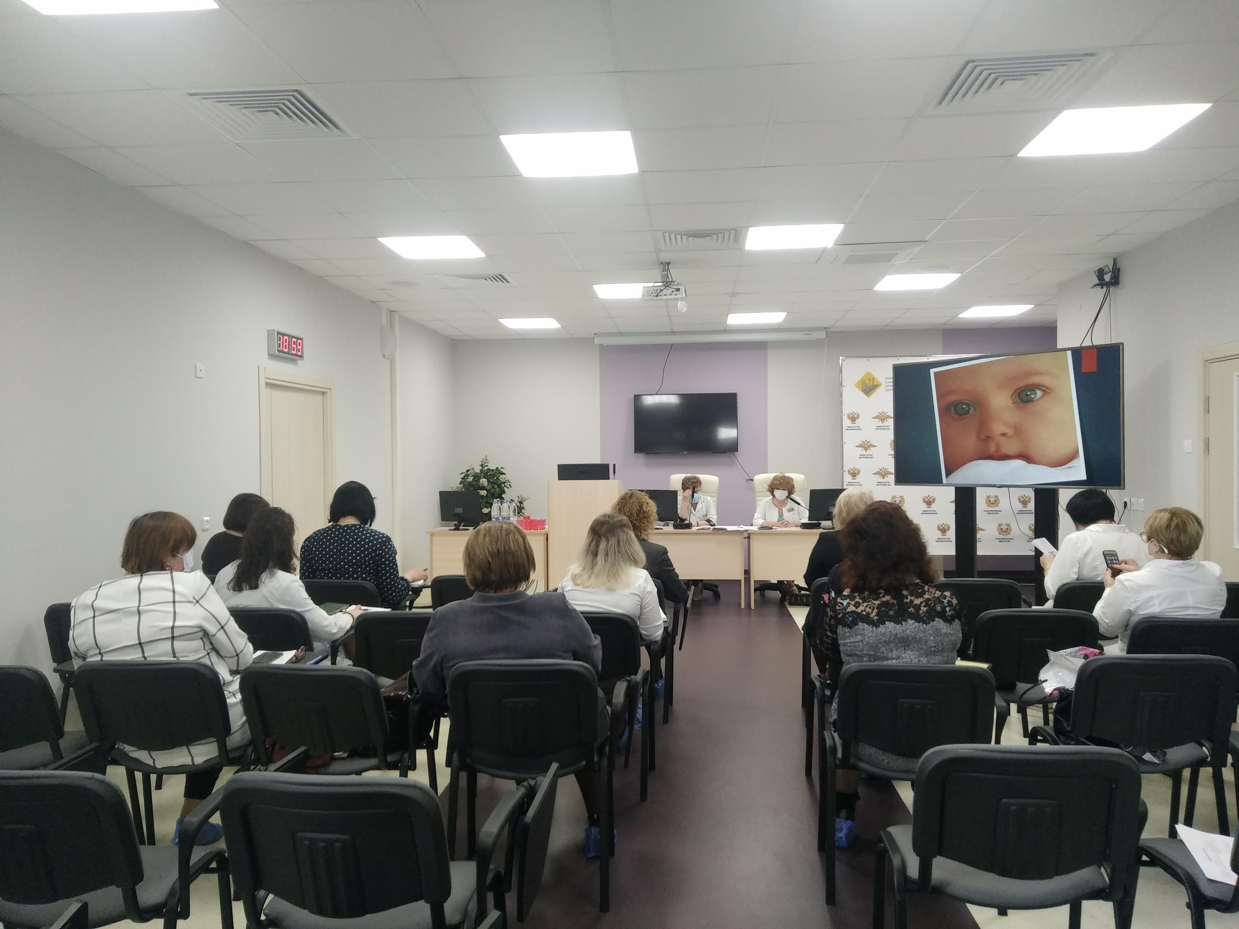 Круглый стол по профилактике отказов от новорожденных детей в Ульяновской области и сохранению репродуктивного здоровья молодежи.